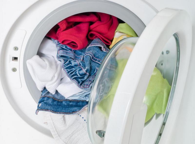 Почему стиральная машина не сливает воду и гудит?